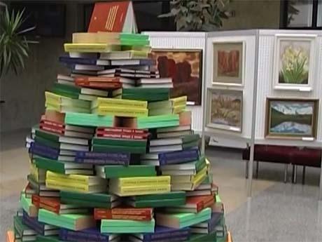 Книжкова ялинка у науковій бібліотеці академії (25.12.2014)