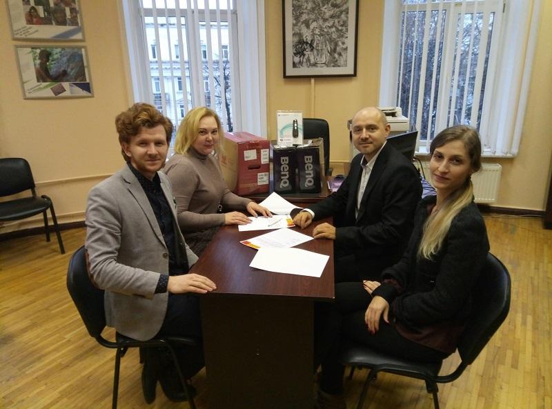 Чеські партнери передали обладнання СумДУ в рамках спільного проекту